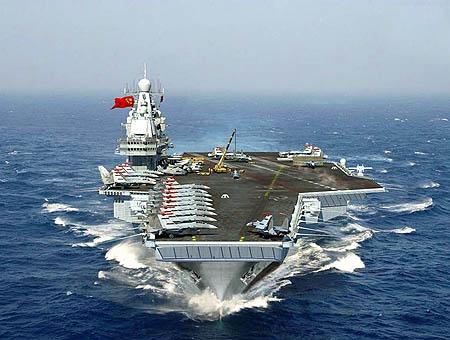 China fleta su primer portaaviones en medio de las tensiones con Japón