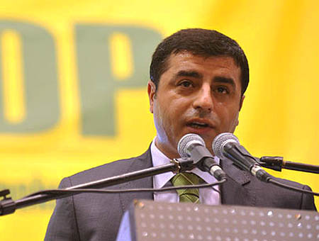 El partido nacionalista kurdo BDP pide al PKK que deponga las armas