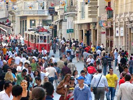 Más de la mitad de los turcos considera que el gobierno interfiere en su estilo de vida