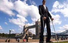 Sultan Kösen, el hombre más alto del mundo