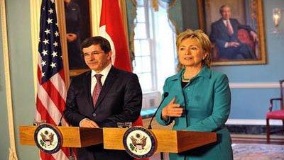 Clinton se disculpa ante Davutoğlu por las filtraciones de WikiLeaks