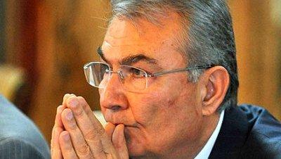 Deniz Baykal dimite como presidente del CHP
