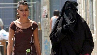 Francia prohíbe el uso del burka en todos los espacios públicos