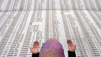 Erdoğan recuerda en Bosnia los 15 años de la masacre de Srebrenica