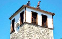 La histórica torre del reloj de Safranbolu está siendo restaurada