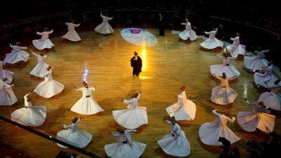 Konya rinde tributo a Mevlana