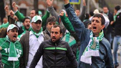 Suspendido por disturbios el partido entre el Bursaspor y el Beşiktaş