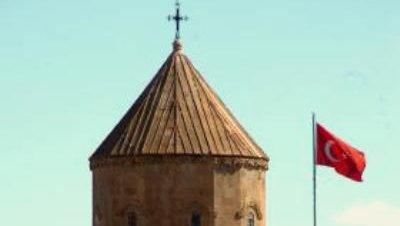 La iglesia de Akdamar ya tiene su cruz