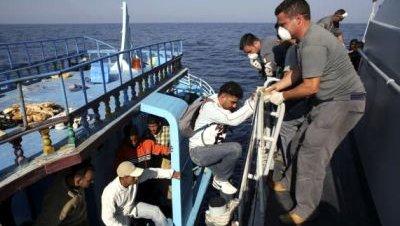 Inmigrantes costas italia