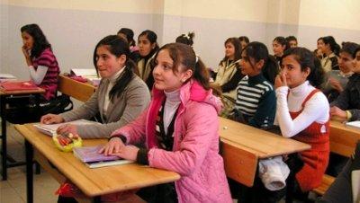 El Ministerio de Cultura inicia un proyecto para devolver a las niñas a clase