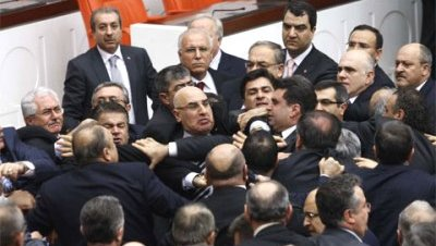 Disputa en el parlamento a propósito del velo