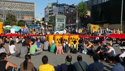 Acampada contra la energía nuclear en pleno centro de Estambul