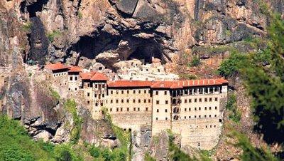 El alcalde de Trabzon apoya el uso religioso del monasterio de Sümela