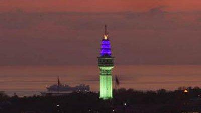 Luces de colores para la Torre Beyazıt