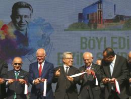 Papandreu (2º por la izqda.) junto a Livaneli (3º) y Kılıçdaroğlu (4º)