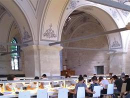 Una de las tres salas de lectura de la biblioteca tras su restauración
