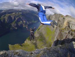 Salto base paracaidas cc