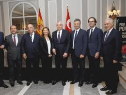 Los premiados con el embajador de la República de Turquía en España, durante el acto celebrado en Madrid