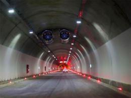 Tunel carretera comunicaciones
