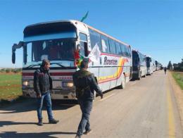 Imagen del convoy de autobuses organizado por el YPG que entró el lunes en Afrin procedente de Alepo
