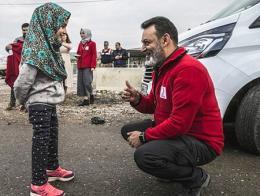 Siria maya nina protesis piernas