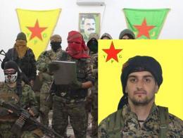 Un grupo de combatientes extranjeros reclutados por el YPG, con una imagen al fondo de Öcalan (líder del PKK). Al frente, imagen del español que combatía en el grupo muerto en Afrin.