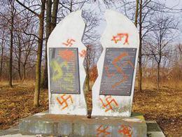 Neonazis cementerio judio