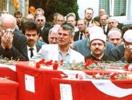 Imagen de los funerales por las víctimas de Solingen, hace 25 años