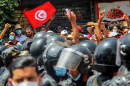 Tunez protestas suspension parlamento