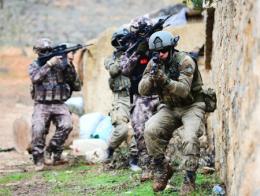 Fuerzas especiales de la gendarmería turca en acción