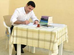 Demirtaş, en una imagen enviada por él mismo desde la prisión de Edirne