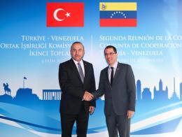 Los ministros de exteriores de Turquía y Venezuela, Mevlüt Çavuşoğlu y Jorge Arreaza, durante una reunión celebrada en 2017 en Ankara