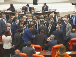 Turquia pelea parlamento turco