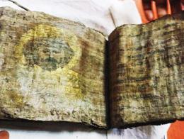 Tokat biblia antigua robada