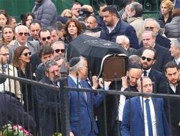 Imagen del funeral en Estambul por una de las víctimas judías del accidente aéreo en Irán
