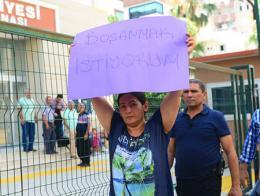 Adana mujer protesta divorcio