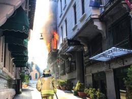 Estambul incendio edificio beyoglu