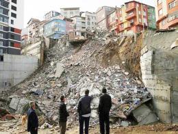 Estambul kagithane derrumbe edificio