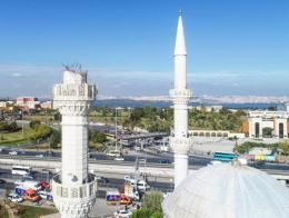 Una mezquita dañada por el último terremoto en Estambul