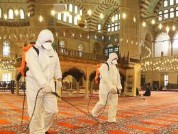 Turquia desinfeccion mezquita coronavirus