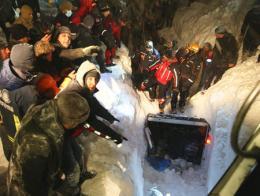 Van rescate autobus avalancha nieve