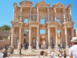 Efeso ruinas biblioteca celso turistas