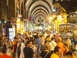 Estambul compras turistas bazar especias