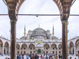 Interior de la famosa Mezquita Azul en Sultanahmet, Estambul
