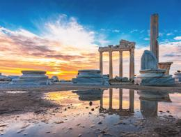 Antalya ruinas templo apolo side