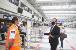 Turquia aeropuerto antalya pandemia coronavirus