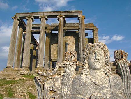 Ruinas de la antigua ciudad de Aizanoi