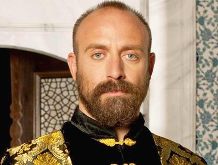 El actor turco Halit Ergenç, en la serie de ficción histórica ''El Sultán''