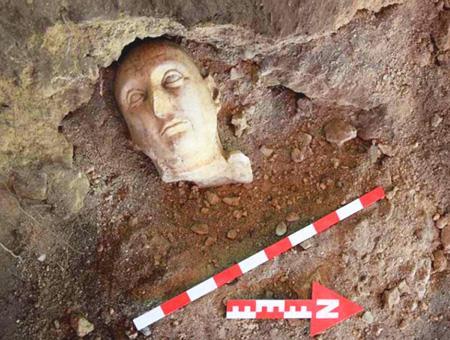 Antalya ruinas yacimiento estatuas