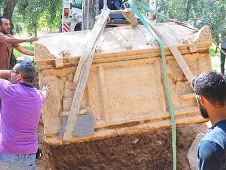 Bursa iznik sarcofago arqueologos
